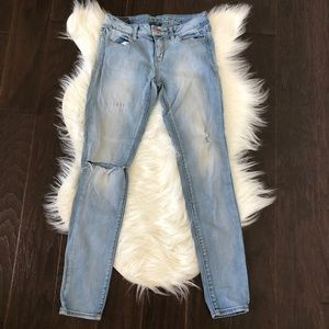 [American Eagle Outfitters] Distressed Jeggings